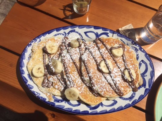 Pancakes with bananas and nutella, hugh portion