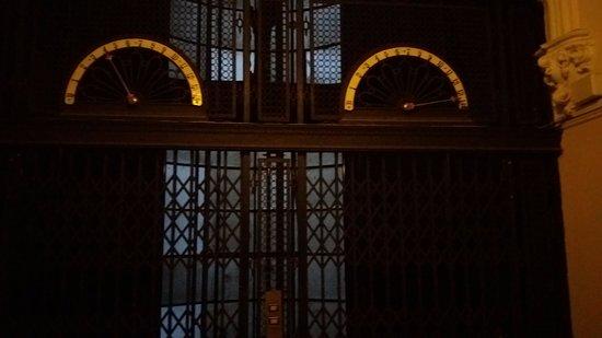 Palacio Barolo (Palazzo Barolo): elevador