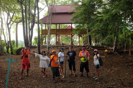 Wakatobi, Endonezya: Mengunjungi Objek Wisata Darat di Pulau Yomia