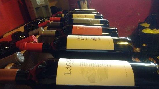 Lujan de Cuyo, Argentinië: Poseemos toda la variedad de vinos de boutique, y contamos con respaldo de bodegas mendocinas.