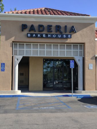 Fountain Valley, CA: Front of Bakery