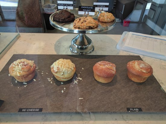 Fountain Valley, CA: Pastries, cookies with Ensaymadas