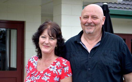 Pahiatua, Nueva Zelanda: Your friendly hosts, Robyn and Bruce.