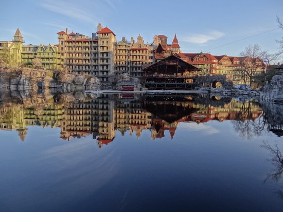‪‪Mohonk Mountain House‬: Early morning sun!‬