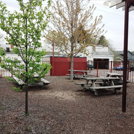 Mankato, MN: Mom & Pop's | Courtyard Seating Area