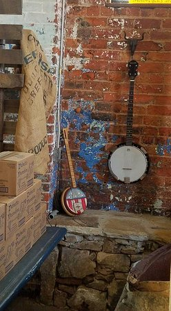 Anderson, SC: Love these Banjos in the corner!