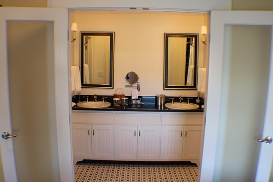 Madison, GA: wonderful spacious bathroom