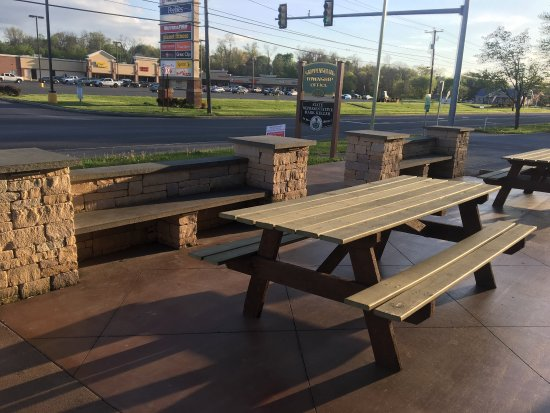 Shippensburg, PA: Outside and outdoor seating