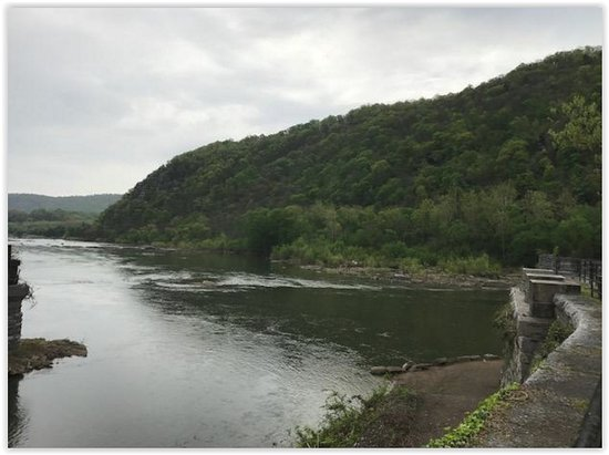 Harpers Ferry, WV: Point where Potomac and Shenandoah River meet