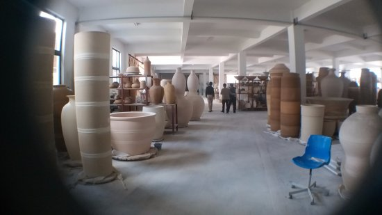 Jingdezhen, Cina: Big Pot factory sight seeing tour