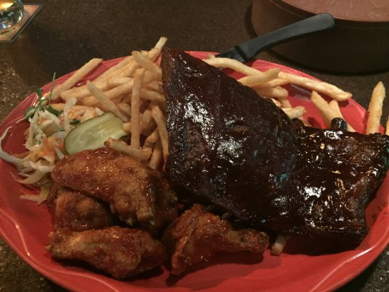 Bowmanville, Canadá: Friday night special Rib and Wing Combo