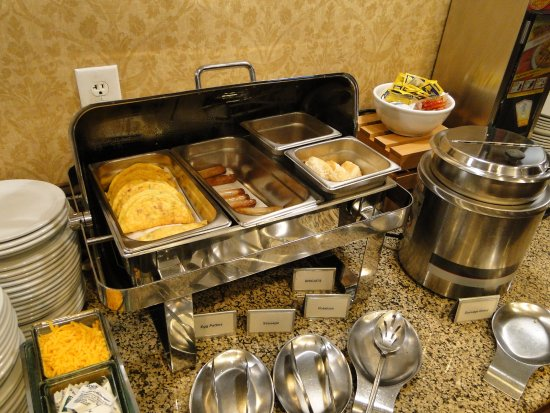 Country Inn & Suites By Carlson, Asheville West (Biltmore Estate) : hot and tasty