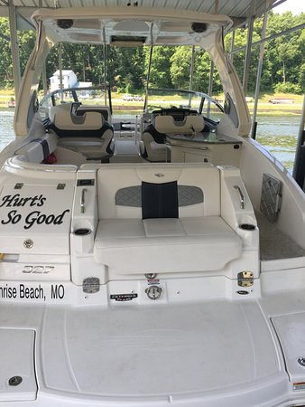 "Sunrise Beach, MO: Ozark Charters "" Hurt's So Good"""