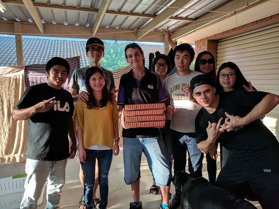 March 25, 2k17 Churr Wodonga Pizza...❤️Da Pizza & Service Sharing Da❤️ with friends from Taiwan.