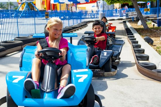 Modesto, Kalifornia: Even the Lil' Ones can put the pedal to the metal on our Lil' thunder GoKart track.