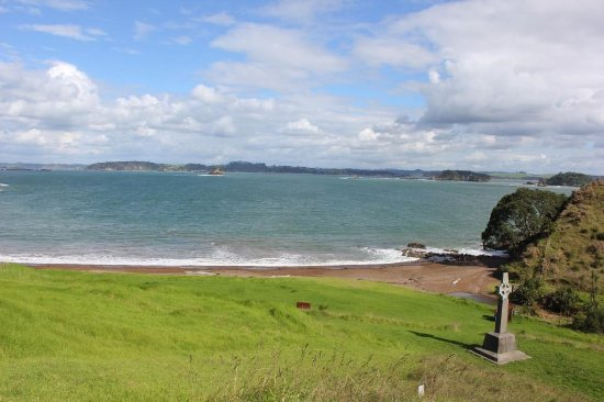 Kerikeri, Nueva Zelanda: Looking down towards the Marsden Cross and Oihi Bay