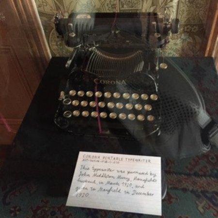 Katherine Mansfield House and Garden (Te Puakitanga) : Katherine Mansfield's typewriter