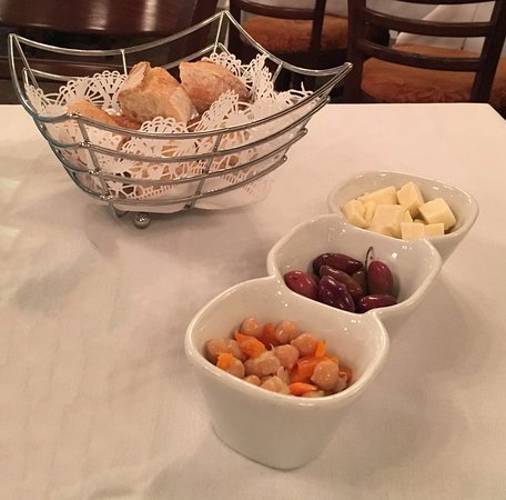 Rocky Hill, Κονέκτικατ: Bread and something to munch from the house