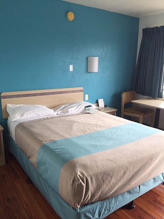 Janesville, WI: Bed and table