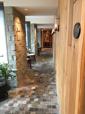 The Cove, an Authentic McCall Spa: Calming entry way