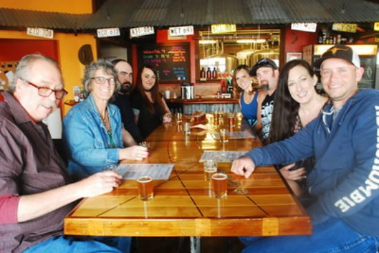 Ashland, Oregón: Enjoying our first stop on the Beer 30 Tour at Walkabout Brewery