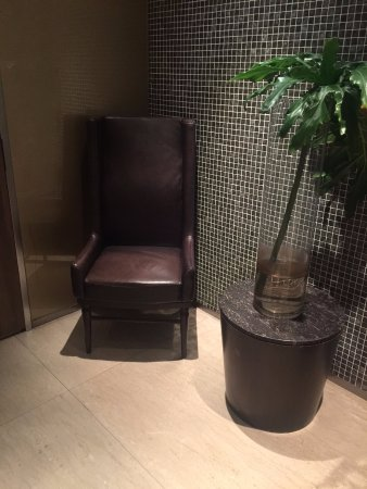 Osia Steak and Seafood Grill: Great location for an OSIM massage chair while waiting for the loo