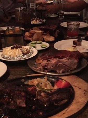 San Pedro Garza Garcia, Mexico: Excelente restaurante. Las costillas exquisitas, el lechón muy bueno. El servicio es muy rápido,