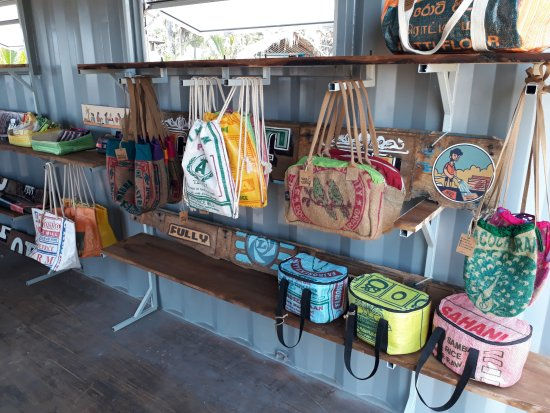 Pottuvil, Sri Lanka : Upcycled products from rice bags, spice sacks and plastic waste.