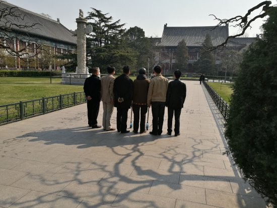 Peking University (Beijing Da Xue): Group photo near West Gate