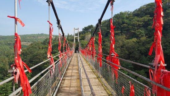 Jianshui County, China: הגשר לפני הכניסה למערה