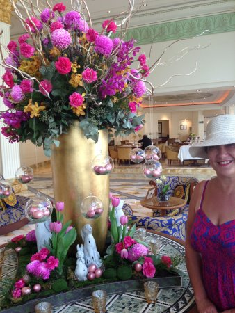 Palazzo Versace: Stunning Easter flower arrangement in Lobby