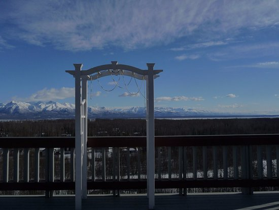 Wasilla, AK: Bridal Arch to have wedding on deck surrounded by amazing beauty.