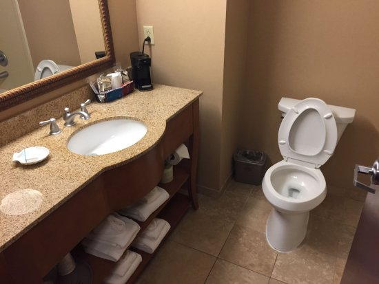 Murray, KY: spotless bathroom