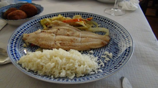 El Patio Andaluz : メインのタラとタパス これとサラダで十分です。
