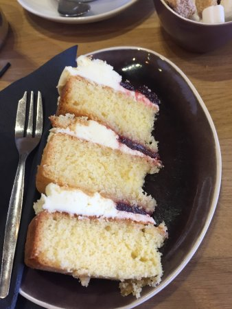 Burton upon Trent, UK: Very dry and hard Victoria sponge with a tiny portion compared to usual sizes. Very disappointed