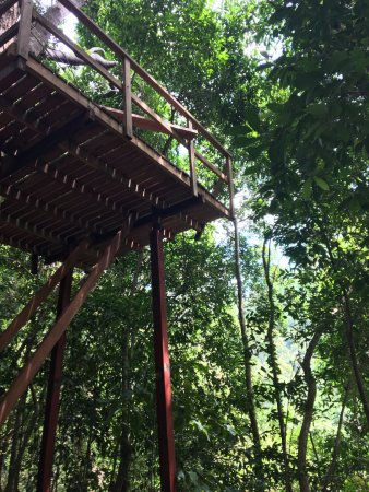 Mae Nam, Thailand: Platforms way up high