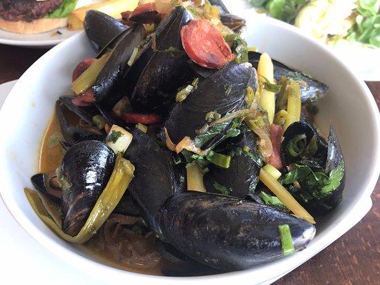 Callander, UK: Mussels (large plate)