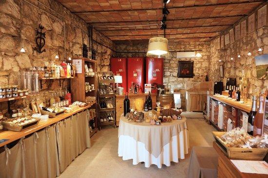 St Chamas, Francia: Caveau de vente Domaine de Suriane