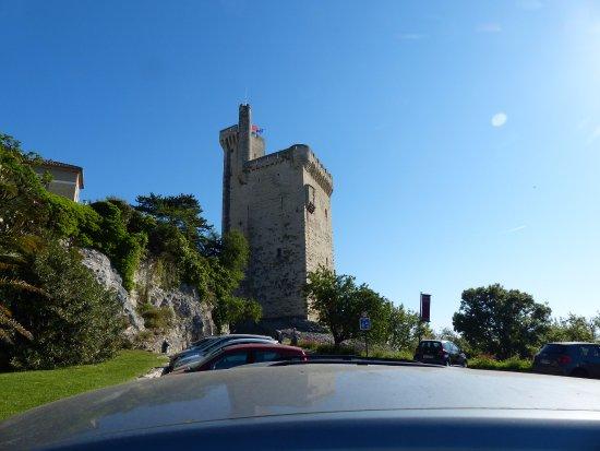 Villeneuve lez Avignon, France : Parkgelegenheit (kostenfrei) vor dem Tour Philippe le Bel