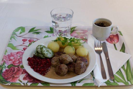 Stavsjo, Schweden: Vi gör våra egna köttbullar på svenskt kött och utan onödiga tillsatser.