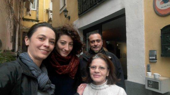 Bed & Breakfast Catania Globetrotter: Assieme al accogliente personale del B&B Globetrotter