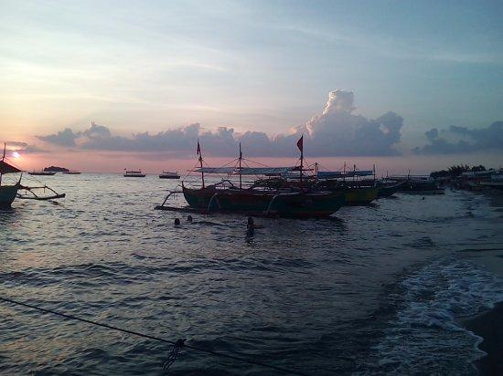 Central Luzon Region, Filipinas: ビーチの夕景