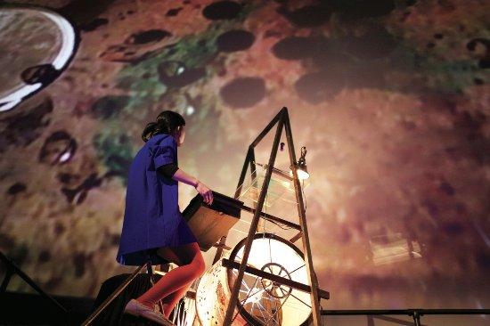 豊島ウサギニンゲン劇場, a hand-made visual machine