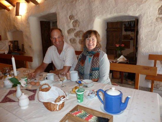 Gruda, Croácia: Breakfast at Guesthouse Bokarica - Lovely start to the day!