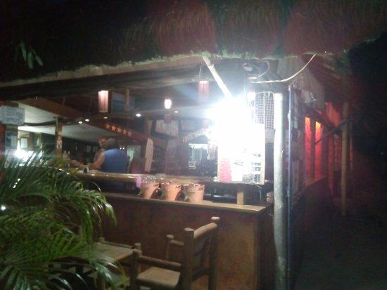 Central Luzon Region, Filipinas: ホテルの近くのレスラン&バー