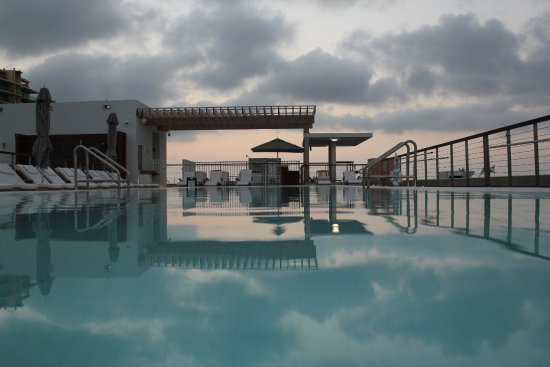 The Betsy - South Beach : Sunrise from the pool edge