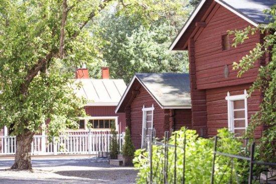 Seinajoki, Finlandiya: Vanhat aitat pihapiirissä
