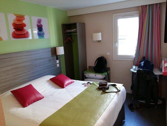 Chambre petite photo de ibis styles bordeaux gare saint for Saint jean chambre