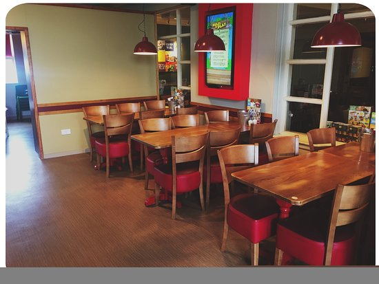 Brewers Fayre Castlewood: Play area seating