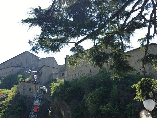 Bard, Italia: dal basso